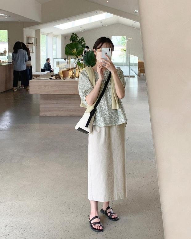 Và đây là 12 cách mix chân váy dài cực xinh của gái Hàn, đầu tuần khỏi phải lo mặc gì nhé! - Ảnh 4.