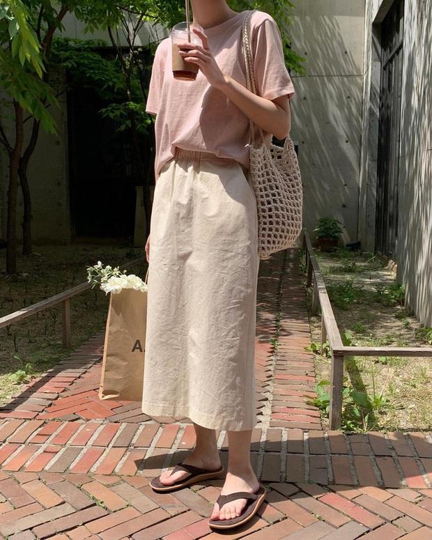 Và đây là 12 cách mix chân váy dài cực xinh của gái Hàn, đầu tuần khỏi phải lo mặc gì nhé! - Ảnh 5.
