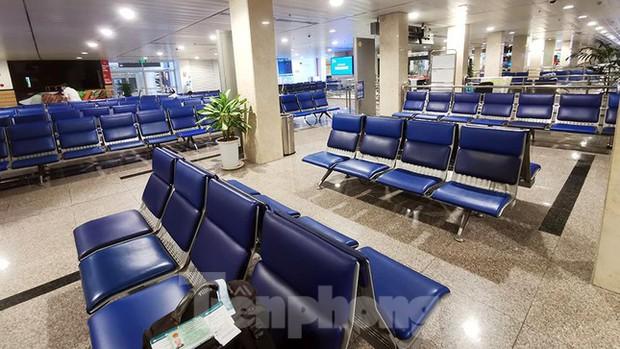 Sân bay Nội Bài, Tân Sơn Nhất vắng tanh sau khi TPHCM thực hiện giãn cách xã hội - Ảnh 6.
