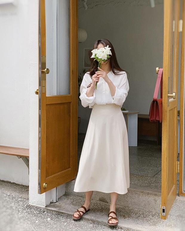 Và đây là 12 cách mix chân váy dài cực xinh của gái Hàn, đầu tuần khỏi phải lo mặc gì nhé! - Ảnh 7.