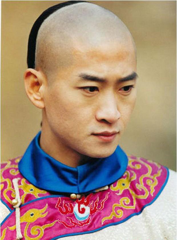 Nhĩ Khang Châu Kiệt từng cưỡng hôn Lâm Tâm Như lẫn bắt nạt Tô Hữu Bằng, hậu quả bị cả ekip coi như kẻ bỏ đi của Cbiz - Ảnh 2.