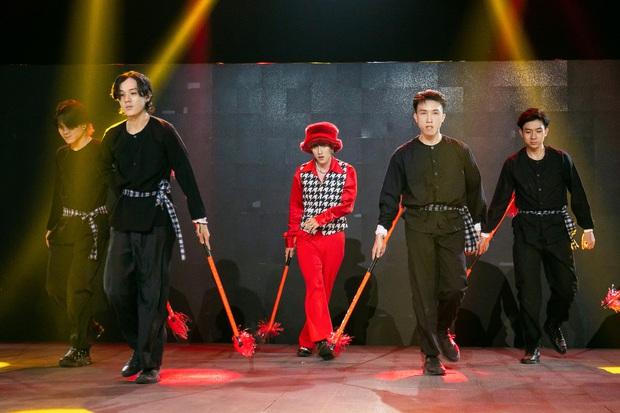 The Heroes: Quân A.P khiến giám khảo tranh giành vì chất giọng đàn ông, hát live ấn tượng - Ảnh 3.