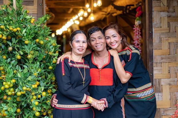 Nói là làm, nàng hậu bình dân nhất Vbiz HHen Niê tậu xế tặng bố mẹ để không thua thiệt với lối xóm bạn bè - Ảnh 8.