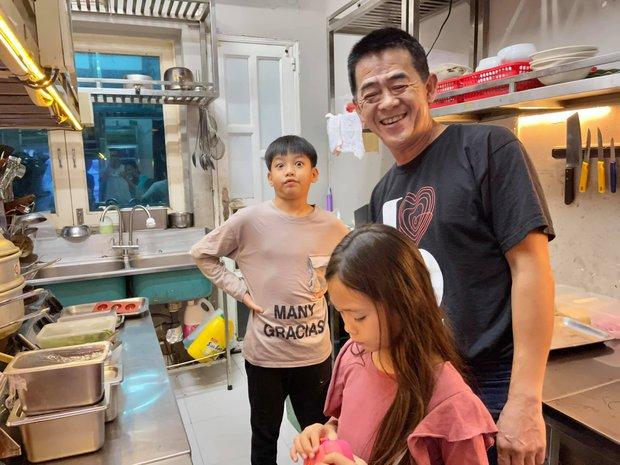 Màn tụ họp gây sốt của 2 nhóc tỳ hot nhà Đoan Trang và Hà Hồ, Subeo thành tâm điểm vì biểu cảm cực lầy - Ảnh 3.