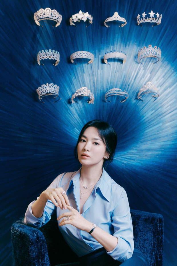Nửa đêm, Song Hye Kyo đánh úp dân tình với bộ ảnh đẹp muốn xỉu: Diện sơ mi đơn giản mà sang hết nấc, gương mặt cực phẩm xinh hút hồn - Ảnh 6.