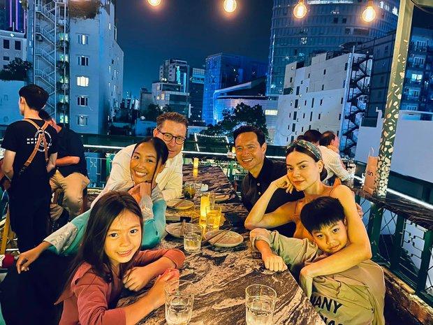 Màn tụ họp gây sốt của 2 nhóc tỳ hot nhà Đoan Trang và Hà Hồ, Subeo thành tâm điểm vì biểu cảm cực lầy - Ảnh 4.
