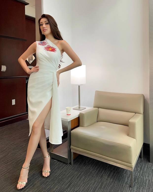 Khánh Vân đã có mặt tại Mỹ dự Miss Universe 2020: Vừa đến liền đọ sắc vóc chặt chém đối thủ, ghi điểm bằng 1 chi tiết - Ảnh 2.