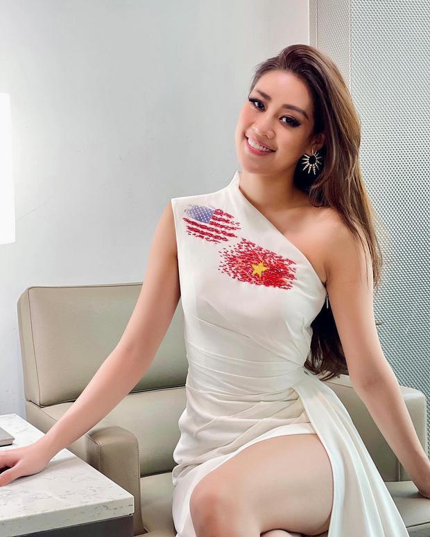 Khánh Vân đã có mặt tại Mỹ dự Miss Universe 2020: Vừa đến liền đọ sắc vóc chặt chém đối thủ, ghi điểm bằng 1 chi tiết - Ảnh 3.