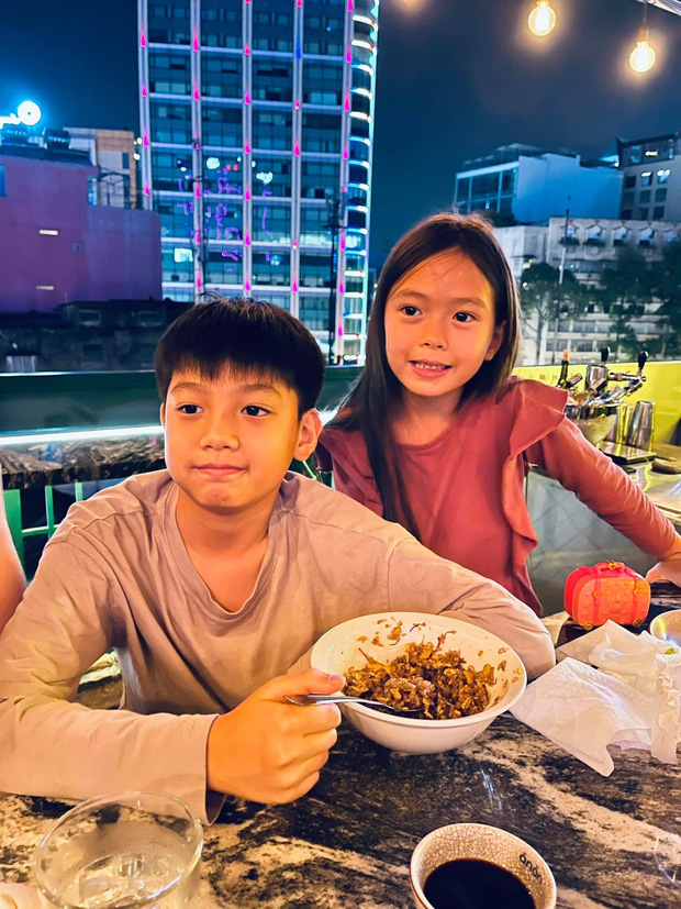 Màn tụ họp gây sốt của 2 nhóc tỳ hot nhà Đoan Trang và Hà Hồ, Subeo thành tâm điểm vì biểu cảm cực lầy - Ảnh 2.