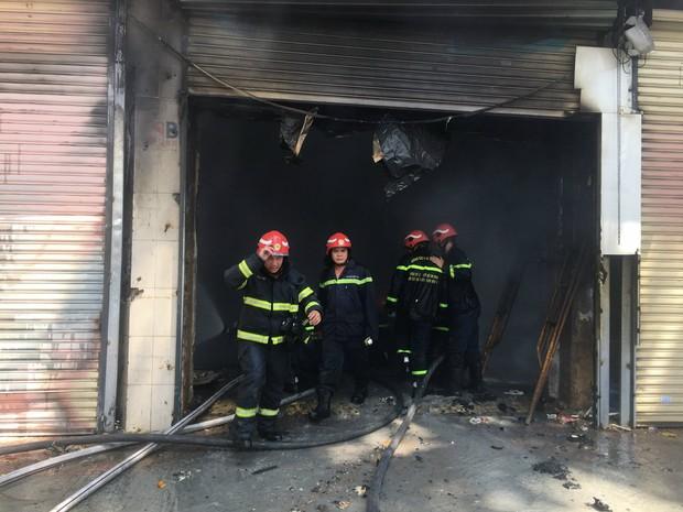 Vụ cháy tại chung cư cũ ở trung tâm Sài Gòn: 1 trong 6 người bị thương đã tử vong - Ảnh 2.