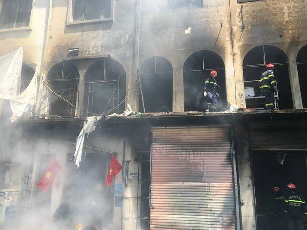 Vụ cháy tại chung cư cũ ở trung tâm Sài Gòn: 1 trong 6 người bị thương đã tử vong - Ảnh 3.