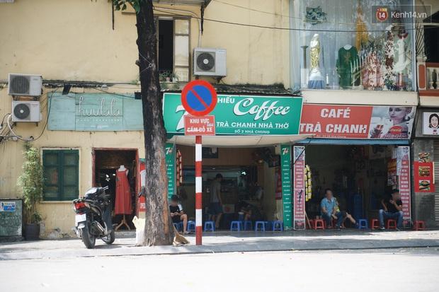 Phố xá Hà Nội ngày đầu toàn dân đi làm trở lại: Lác đác hàng ăn sáng mở cửa, cà phê hiếm bóng người - Ảnh 11.
