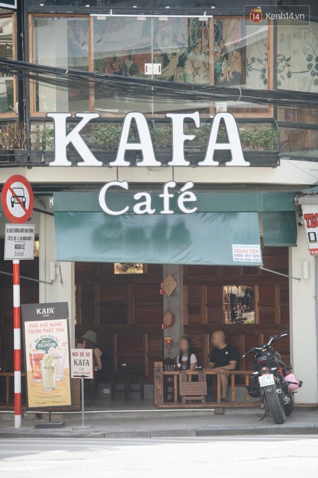 Phố xá Hà Nội ngày đầu toàn dân đi làm trở lại: Lác đác hàng ăn sáng mở cửa, cà phê hiếm bóng người - Ảnh 9.