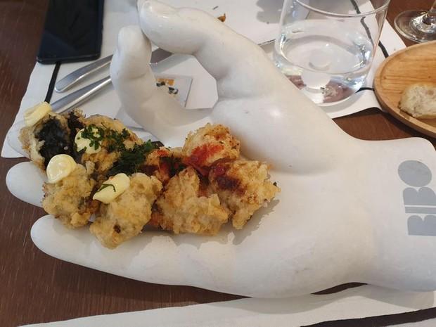 """Hễ các nhà hàng cao hứng """"bày vẽ"""" là thực khách lại câm nín và bó tay: Xin cho tôi bữa ăn bình thường được không? - Ảnh 17."""