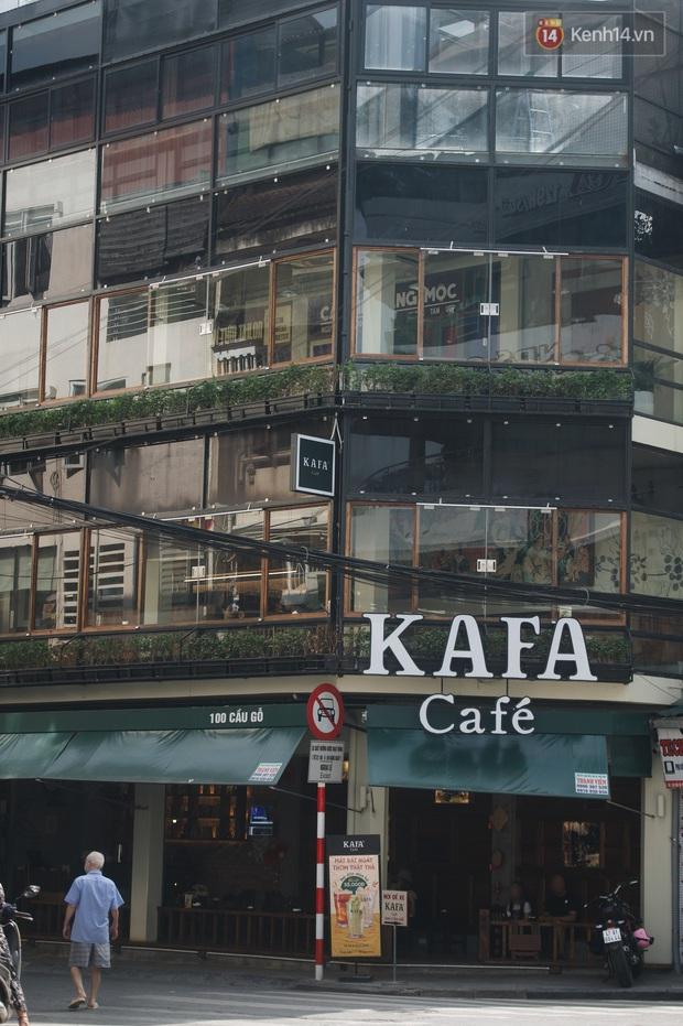 Phố xá Hà Nội ngày đầu toàn dân đi làm trở lại: Lác đác hàng ăn sáng mở cửa, cà phê hiếm bóng người - Ảnh 8.