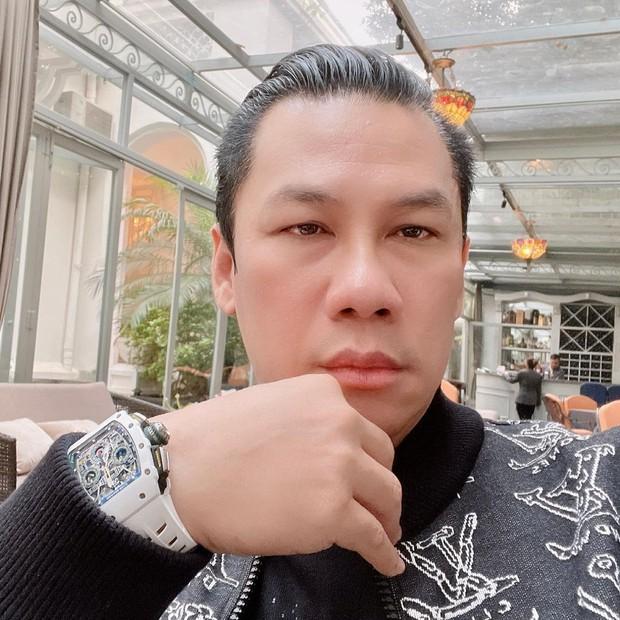 """Ông chủ phòng trà nổi tiếng Sài Gòn muốn kết thông gia với Hoa hậu Việt Nam, hai gia thế khủng gặp nhau không ai """"đọ"""" lại - Ảnh 1."""