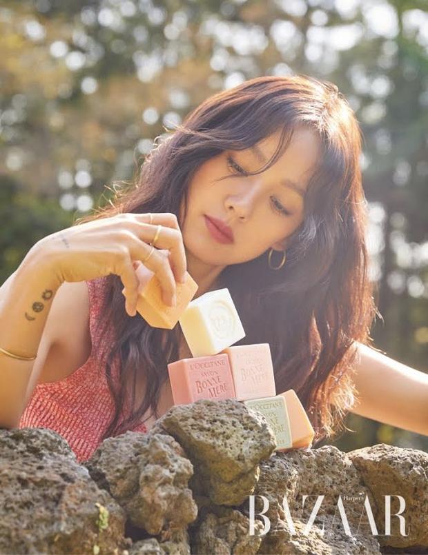 Lee Hyori hack tuổi đỉnh cao trên bìa tạp chí, bất ngờ hơn cả là thông tin bật mí về chuyện sinh con sau 8 năm kết hôn - Ảnh 3.