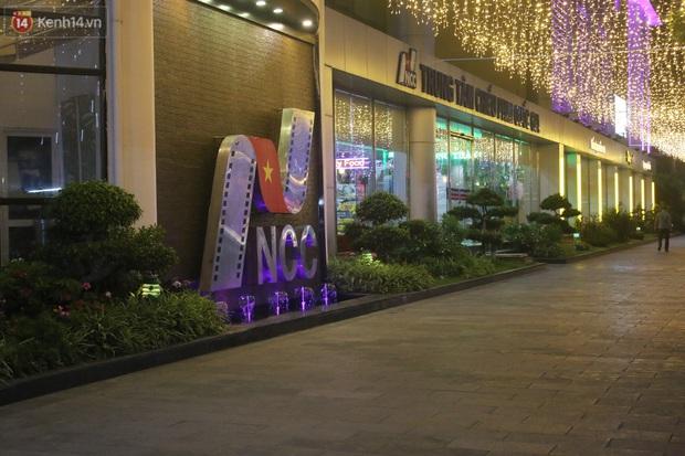 Rạp chiếu phim ở Hà Nội đồng loạt đóng cửa phòng dịch, nhiều khách cố mua suất chiếu cuối nhưng đành ngậm ngùi quay xe - Ảnh 5.