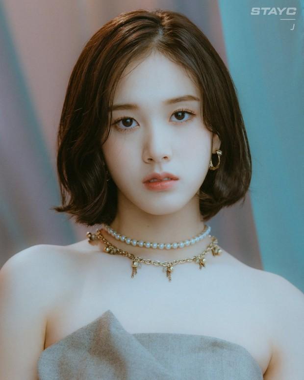 Năm 2004 diệu kỳ đánh dấu loạt visual thế hệ mới ra đời: Center Gen Z xinh như búp bê, nữ idol giống Yoona - Suzy gây sốt MXH - Ảnh 6.