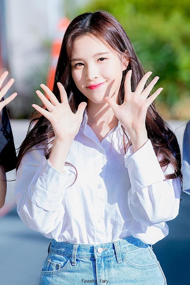 Năm 2004 diệu kỳ đánh dấu loạt visual thế hệ mới ra đời: Center Gen Z xinh như búp bê, nữ idol giống Yoona - Suzy gây sốt MXH - Ảnh 14.