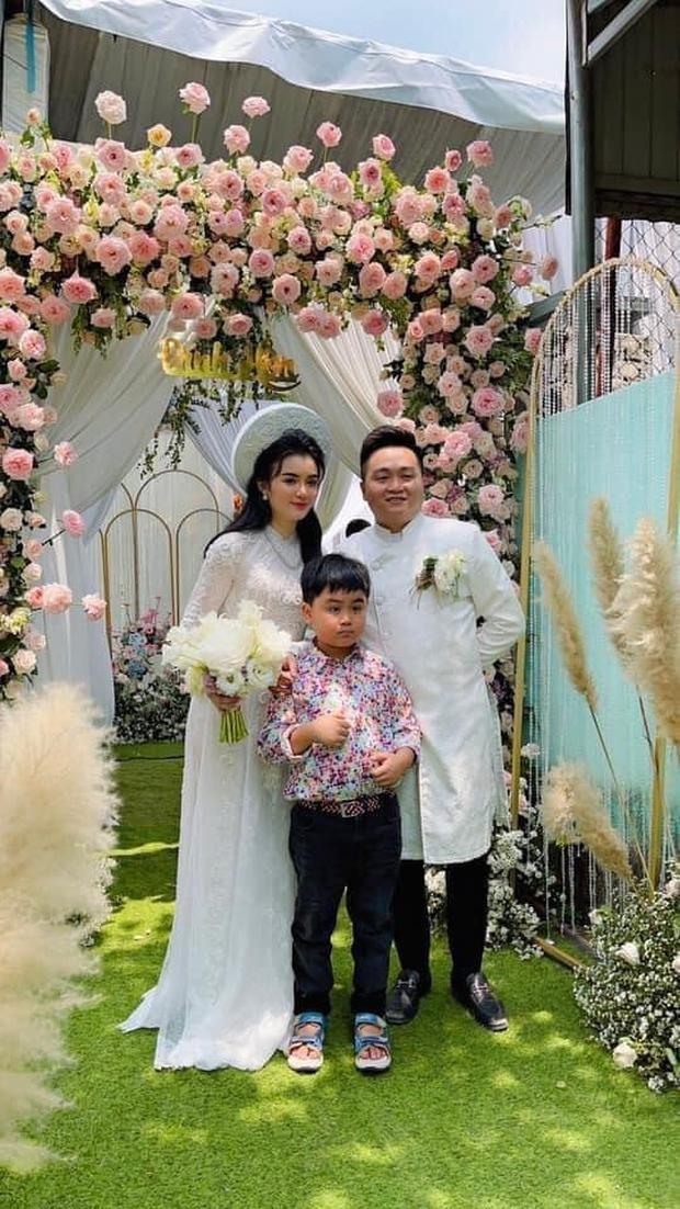 Bà Phương Hằng chia sẻ hình ảnh con trai và con dâu trong lễ đính hôn bí mật, nhan sắc của nàng dâu hào môn khiến nhiều người trầm trồ - Ảnh 1.