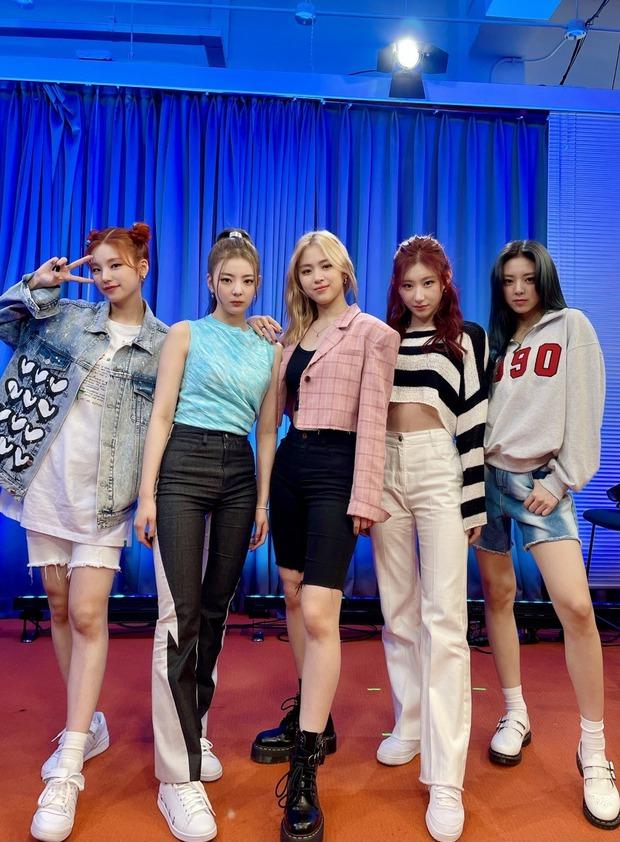Trước khi debut, tất cả thành viên ITZY đồng lòng định rời công ty JYP vì quá vất vả? - Ảnh 1.