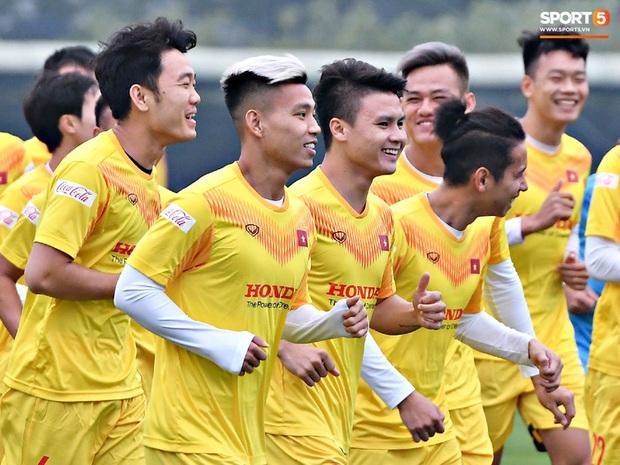 Đội tuyển Việt Nam quay xe, thay đổi kế hoạch chuẩn bị cho vòng loại World Cup vì dịch Covid-19 - Ảnh 1.