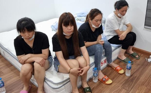 [NÓNG] Hà Nội: Cảnh sát phá cửa nhà phát hiện 12 người Trung Quốc nhập cảnh chui cố thủ bên trong - Ảnh 1.