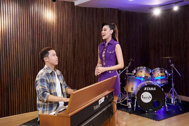 Hoa hậu Khánh Vân luyện thanh nhạc chỉ để hô tên tại Miss Universe - Ảnh 3.