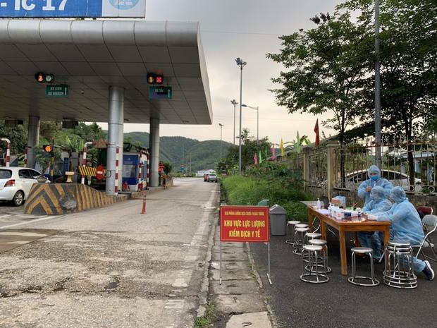 Lào Cai ghi nhận 22 F1 trong đó có 5 nhân viên cửa hàng xăng dầu liên quan các ca Covid-19 - Ảnh 1.