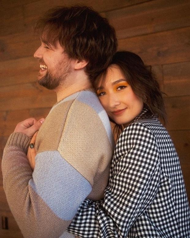 Anna Trương - con gái Mỹ Linh cuối cùng đã tung ảnh cưới với chồng Tây, profile và diện mạo vị hôn phu gây chú ý - Ảnh 4.