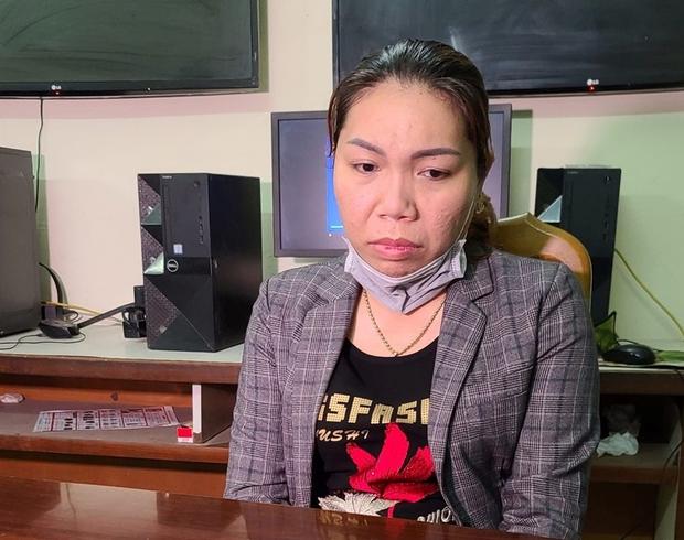 Bắt nữ nhân viên massage trộm thẻ visa của khách để mua iPhone và đồng hồ xịn - Ảnh 1.