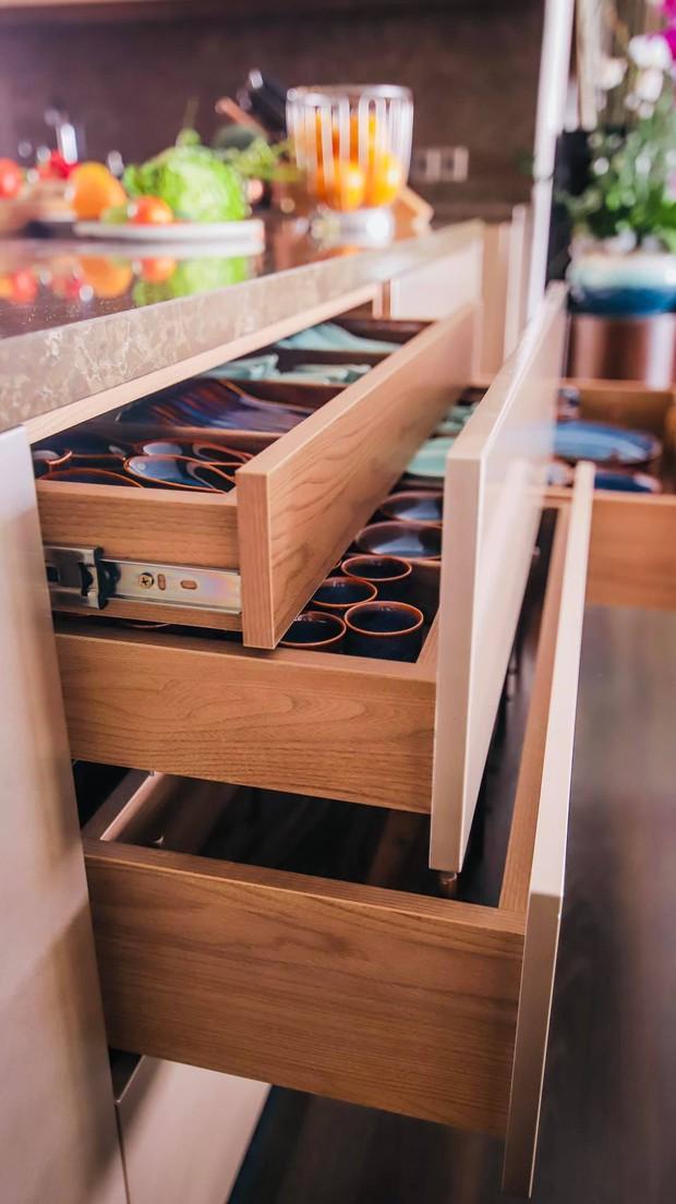 Đoan Trang khoe căn bếp mất 1 năm mới hoàn thiện, chiếc tủ lạnh thần kỳ khiến ai nhìn vào cũng trầm trồ - Ảnh 7.