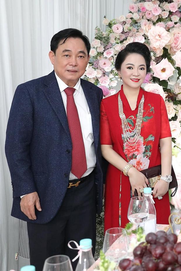 Vợ chồng ông Dũng lò vôi đi hỏi vợ cho con trai, khoảnh khắc nàng dâu hào môn thể hiện tình cảm với bà Phương Hằng gây chú ý - Ảnh 5.