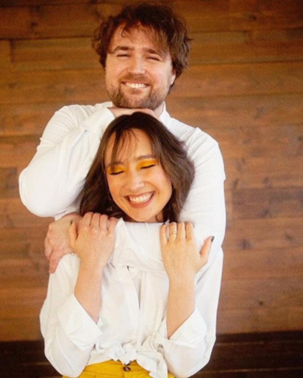 Anna Trương - con gái Mỹ Linh cuối cùng đã tung ảnh cưới với chồng Tây, profile và diện mạo vị hôn phu gây chú ý - Ảnh 6.