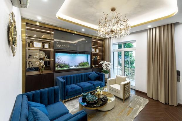 Chủ nhà chịu chơi chi 3,3 tỷ cải tạo nhà cũ, lắp thang máy ngoài trời, từ nội thất đến ngoại thất đều mạ vàng - Ảnh 2.