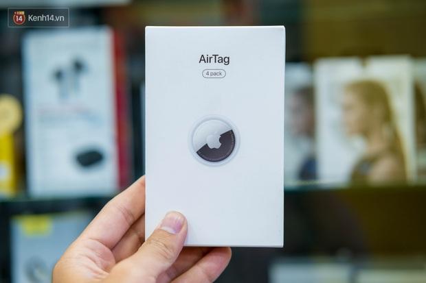 Trên tay AirTag đầu tiên tại Việt Nam: Thông minh, nhỏ gọn nhưng dễ trầy, giá bán 900 nghìn đồng - Ảnh 1.