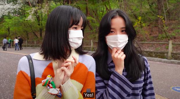 Lisa tung vlog dã ngoại với Jisoo, kỷ niệm gần 2 năm mới làm lại 1 việc đặc biệt kèm theo lời hứa khiến fan sướng rơn - Ảnh 3.