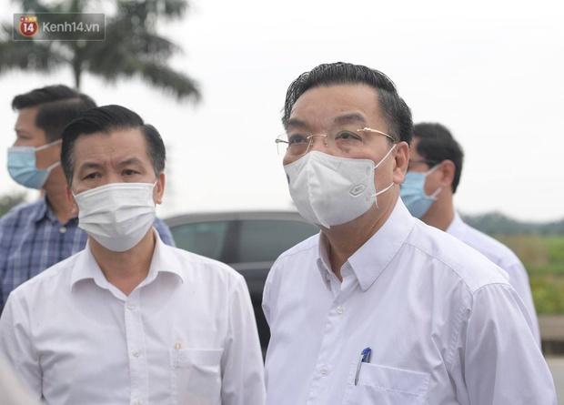 Chủ tịch Hà Nội: Phong toả BV Bệnh Nhiệt đới Trung ương cơ sở 2 do có ca dương tính mới ở cả bác sĩ, bệnh nhân, người nhà - Ảnh 1.