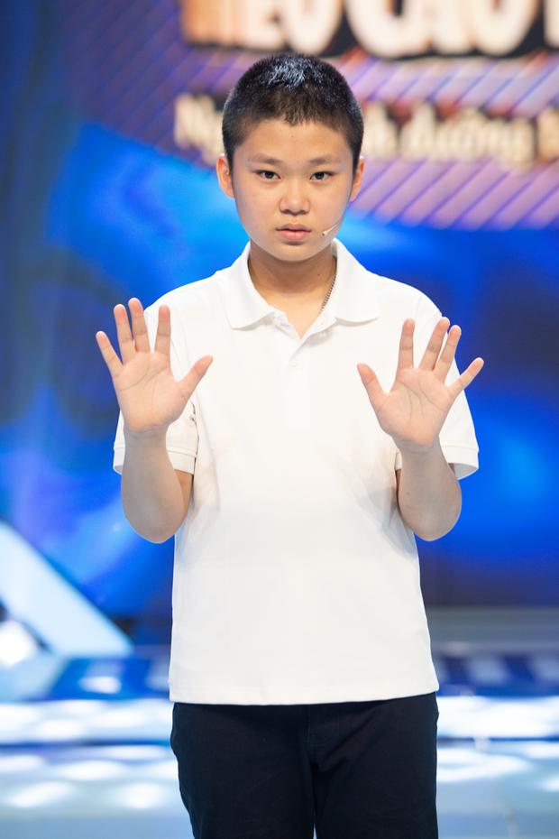 Hiện tượng TikTok 4 tuổi gây hoang mang cực mạnh khi giao lưu trên sóng truyền hình - Ảnh 7.