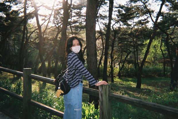 Lisa tung loạt ảnh vi vu đảo Jeju cùng Jisoo, ảnh phim kiểm chứng body và nhan sắc đời thực của 2 mỹ nhân BLACKPINK - Ảnh 4.
