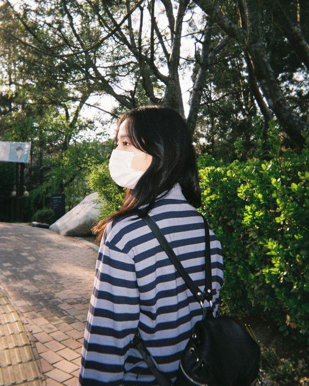 Lisa tung loạt ảnh vi vu đảo Jeju cùng Jisoo, ảnh phim kiểm chứng body và nhan sắc đời thực của 2 mỹ nhân BLACKPINK - Ảnh 5.