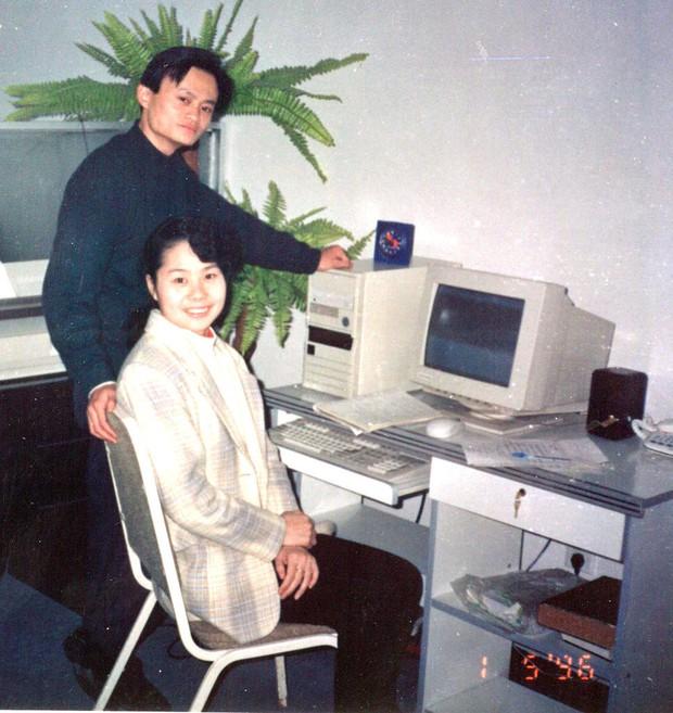 Những tỷ phú công nghệ yêu vợ chẳng kém Bill Gates - Ảnh 2.