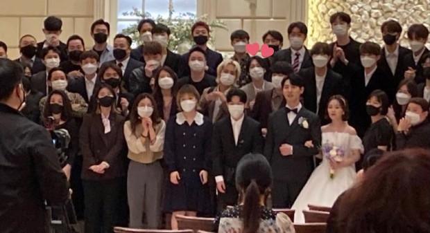 Nhà YG đi ăn đám cưới staff còn hát mừng cực ngọt, netizen cua gắt: May mà không hát Kill This Love của BLACKPINK - Ảnh 1.
