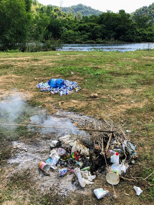 Tranh cãi về nhóm du khách xả rác khi đi camping và lời biện minh để lại cho những người nhặt ve chai: Nghe có hợp lý không? - Ảnh 1.