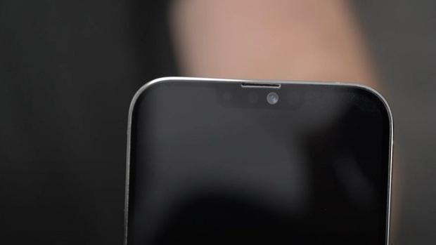 Lộ diện bản mẫu iPhone 13: Camera siêu to khổng lồ, thiết kế không khác biệt - Ảnh 2.