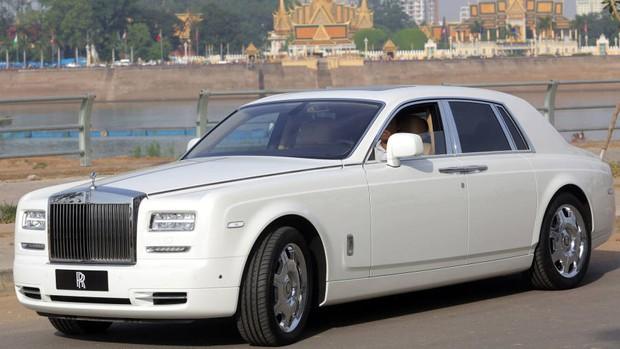 Huyền thoại tài phiệt mua 30 chiếc Rolls-Royce hơn 460 tỷ, cưng vợ siêu mẫu kém 30 tuổi như bà hoàng và cái kết bất ngờ vì vỡ nợ - Ảnh 11.