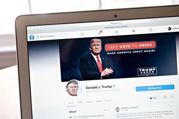 Facebook vẫn cấm ông Trump nhưng phải xem lại quyết định - Ảnh 1.