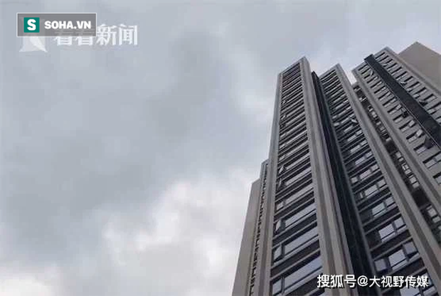 Người dân sống trên chung cư thẳng tay ném… phân xuống dưới, siêu thị tầng 1 hứng trọn hơn 40 lần - Ảnh 3.