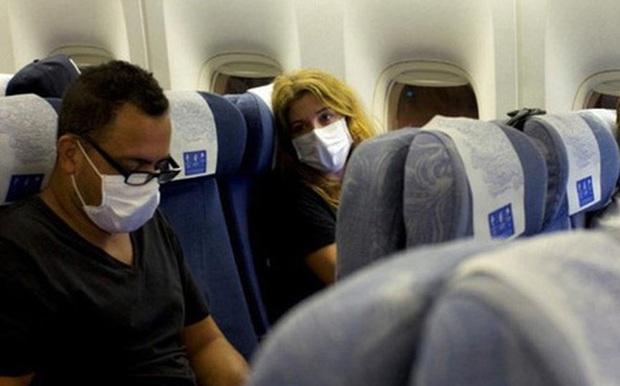 Nguy cơ mắc Covid-19 trên máy bay: Hàng ghế nào dễ lây nhất? - Ảnh 2.
